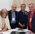 0013_giuliana-traverso-autografa-i-libri-a-mongio8_leone_pappalardo