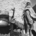 0003_cito_1989-afghanistan-con-i-mujiahiddin-rifocilarsi-ad-argandab-provincia-di-kahandar