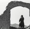 0005_cito_1989-afghanistan-un-mujiahiddin-tra-le-rovine-di-una-costruzione-vicino-kandahar